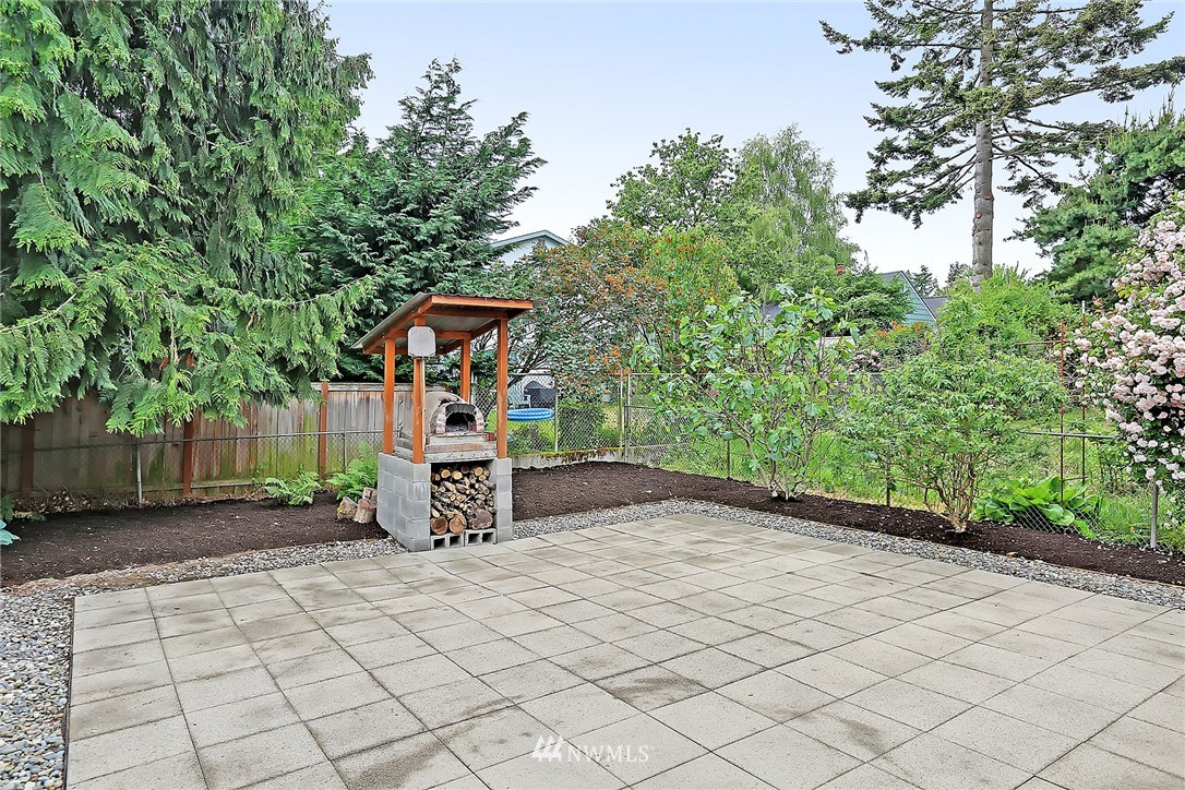 Sold Property   6727 12th Avenue NW Seattle, WA 98117 17