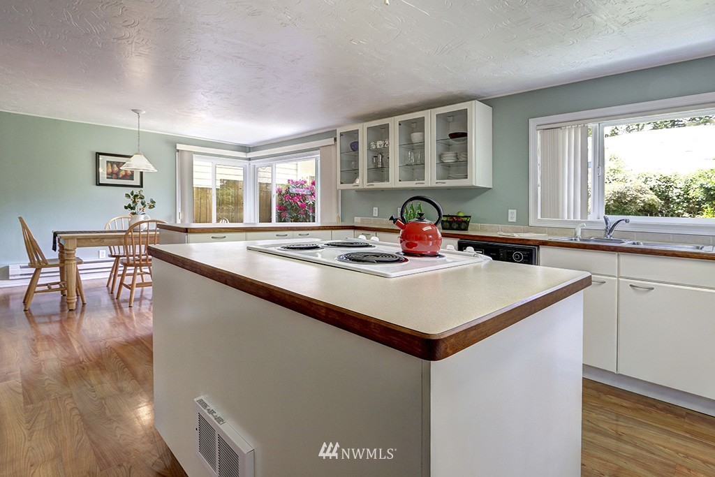 Sold Property   14538 27th Avenue NE Shoreline, WA 98155 7