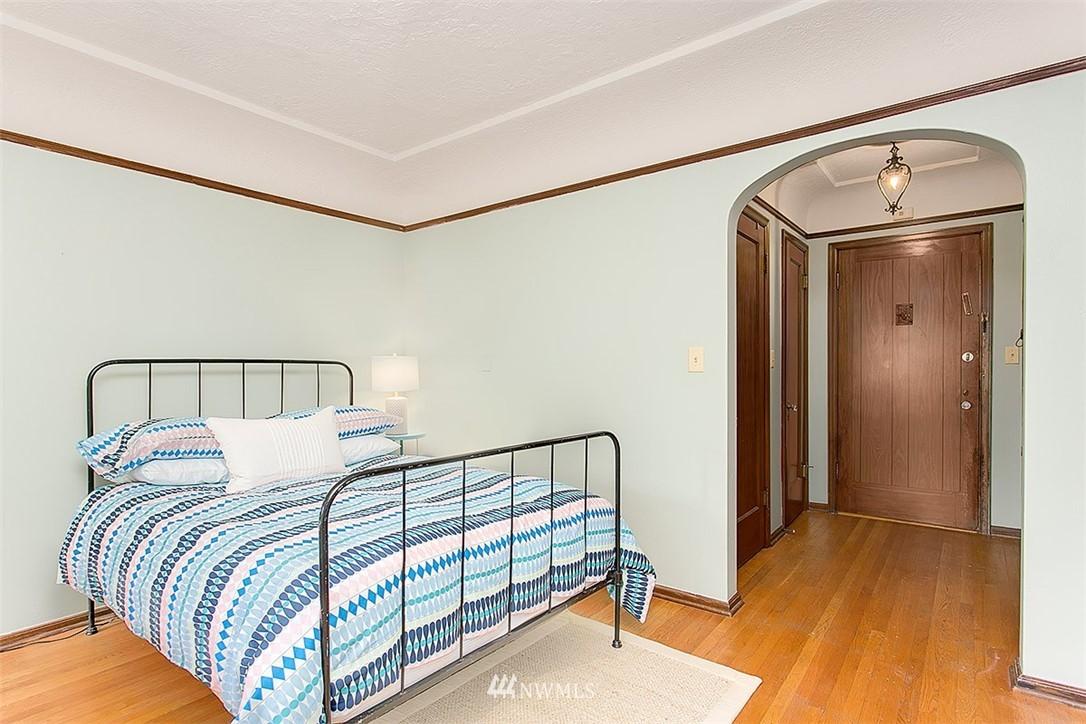 Sold Property | 323 16th Avenue E #303 Seattle, WA 98112 4