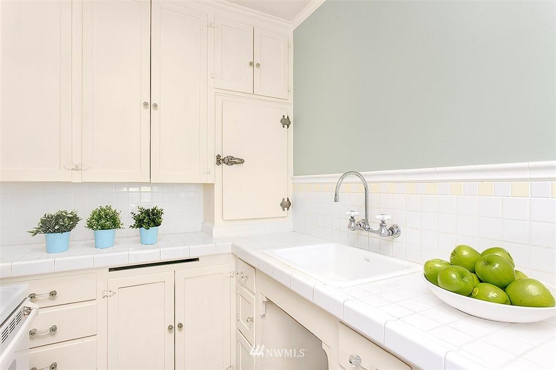 Sold Property | 323 16th Avenue E #303 Seattle, WA 98112 7