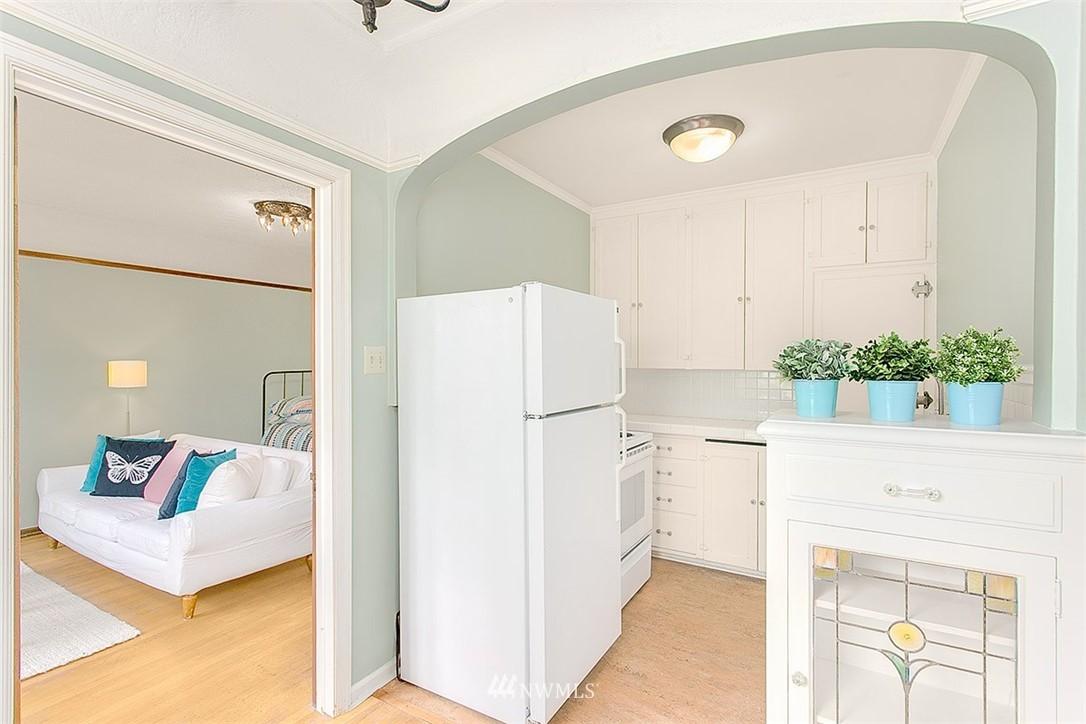 Sold Property | 323 16th Avenue E #303 Seattle, WA 98112 6