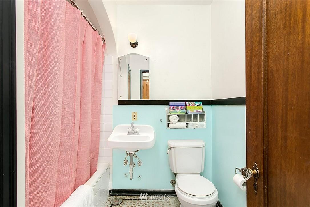 Sold Property | 323 16th Avenue E #303 Seattle, WA 98112 8