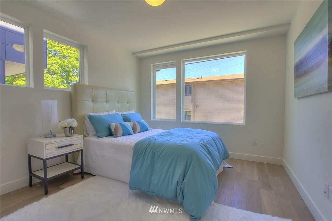 Sold Property   3012 4th Avenue W Seattle, WA 98119 6