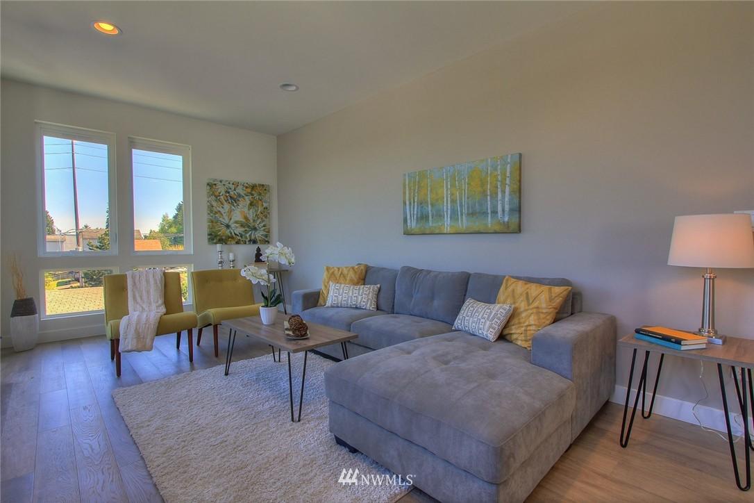 Sold Property   3012 4th Avenue W Seattle, WA 98119 10