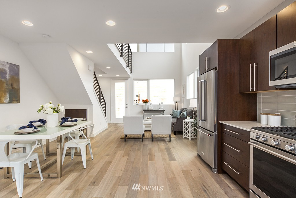 Sold Property | 4325 Woodland Park Avenue N Seattle, WA 98103 3