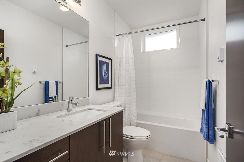 Sold Property | 4325 Woodland Park Avenue N Seattle, WA 98103 11