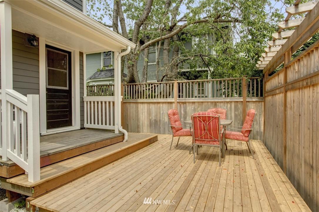 Sold Property | 1718 Nob Hill Avenue N Seattle, WA 98109 24