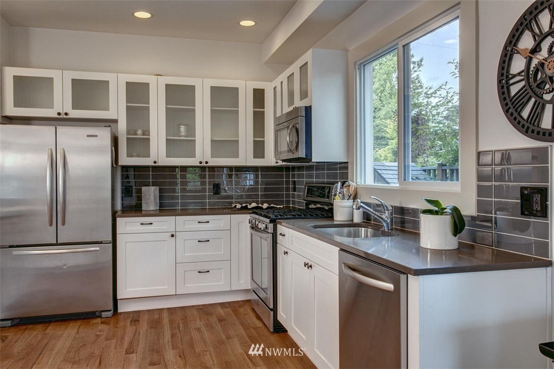 Sold Property | 1718 Nob Hill Avenue N Seattle, WA 98109 10