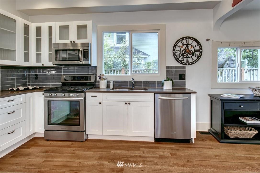 Sold Property | 1718 Nob Hill Avenue N Seattle, WA 98109 8