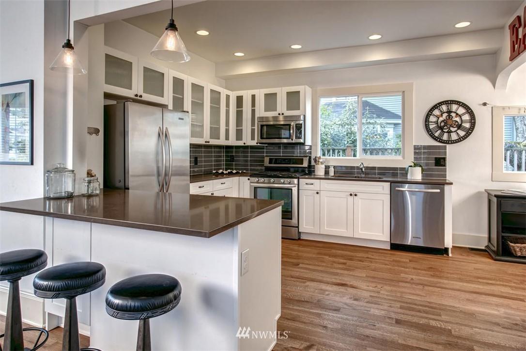 Sold Property | 1718 Nob Hill Avenue N Seattle, WA 98109 7