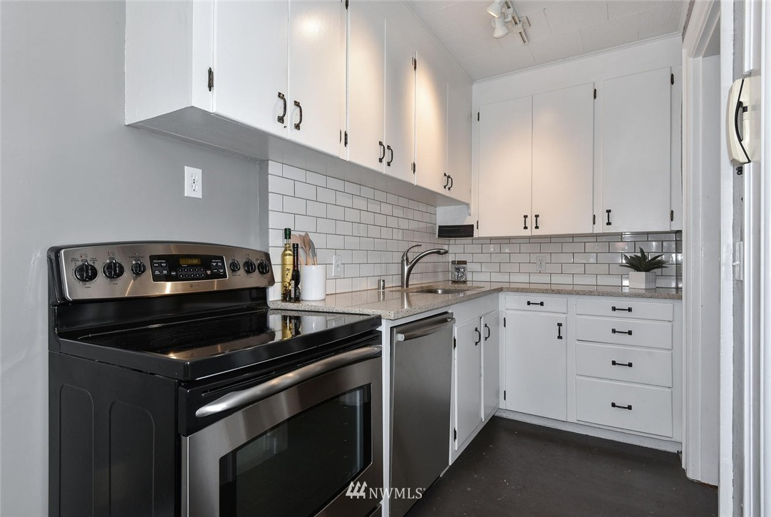 Sold Property | 4725 15th Avenue NE #16 Seattle, WA 98105 12