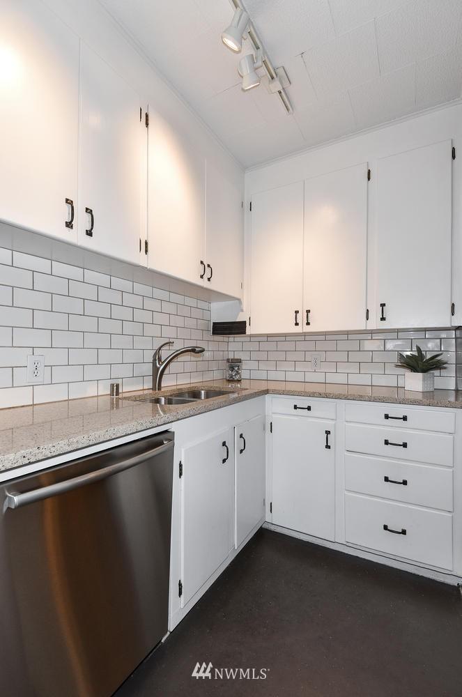 Sold Property | 4725 15th Avenue NE #16 Seattle, WA 98105 13