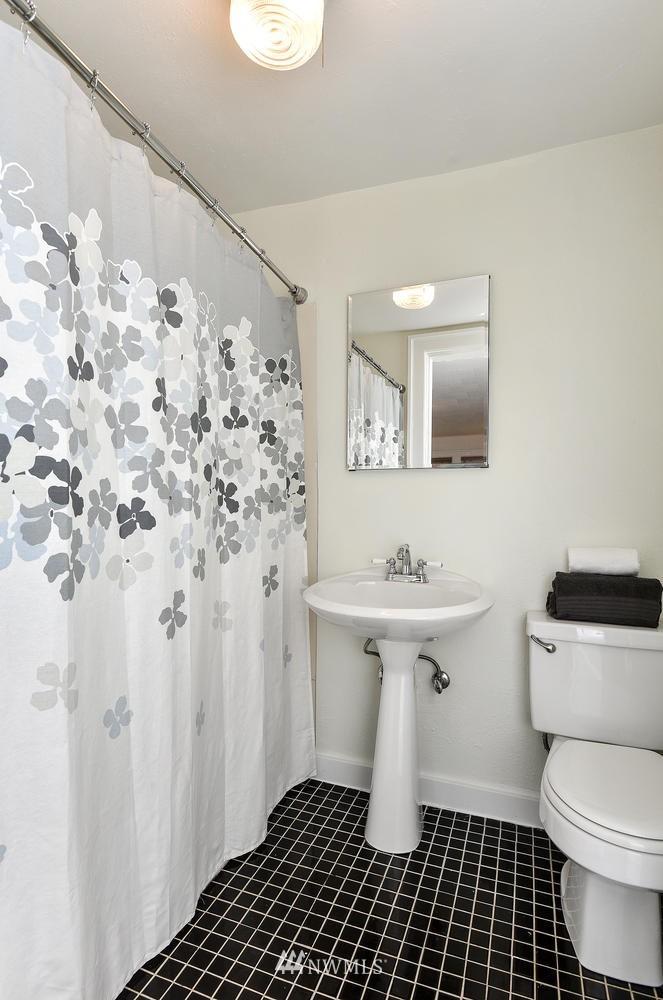 Sold Property | 4725 15th Avenue NE #16 Seattle, WA 98105 17