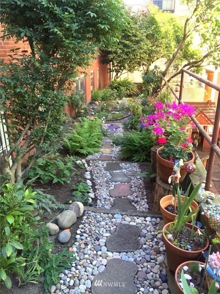 Sold Property | 4725 15th Avenue NE #16 Seattle, WA 98105 18