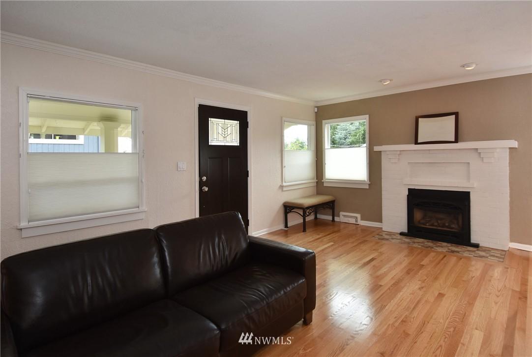 Sold Property | 9323 57th Avenue S Seattle, WA 98118 4