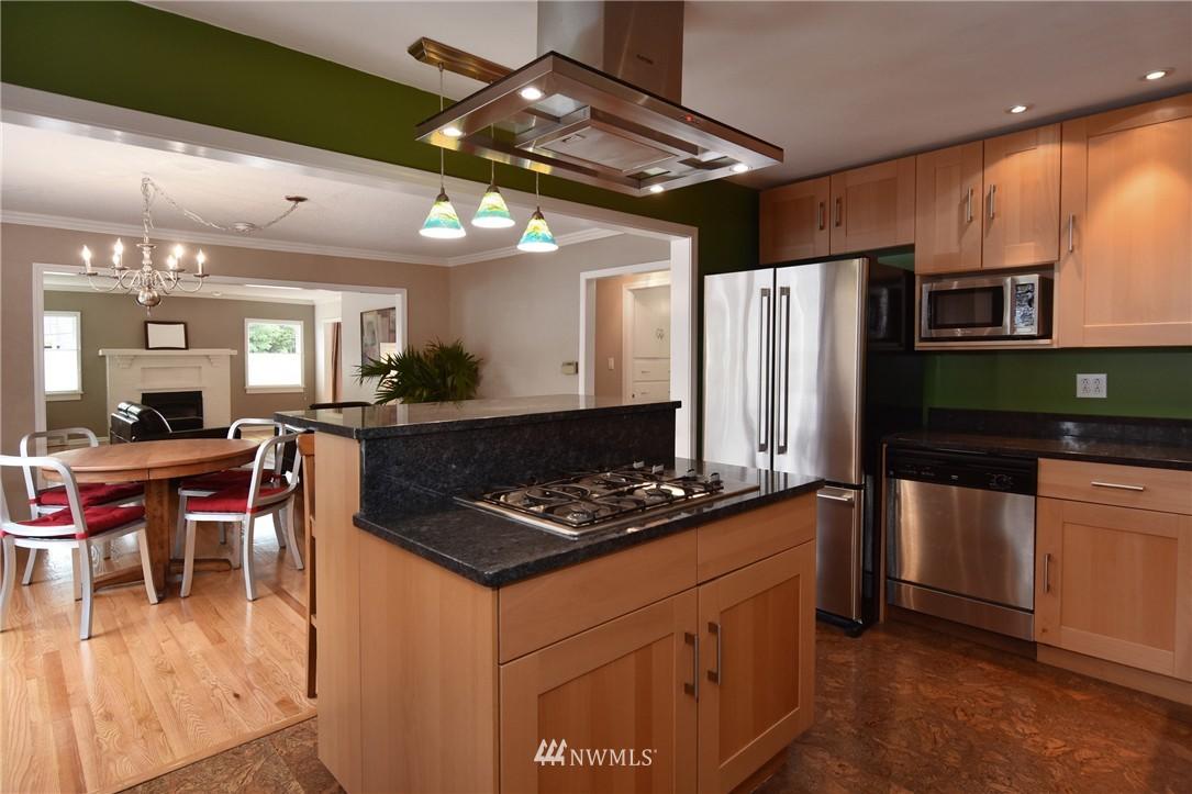 Sold Property | 9323 57th Avenue S Seattle, WA 98118 11