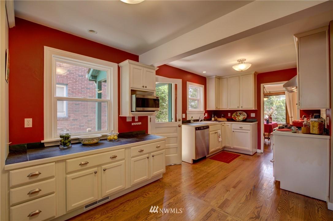 Sold Property | 1214 NE 98th Street Seattle, WA 98115 9