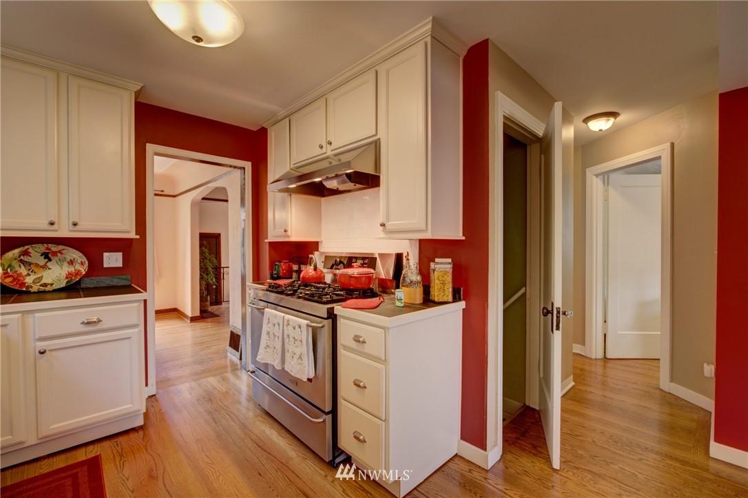 Sold Property   1214 NE 98th Street Seattle, WA 98115 10