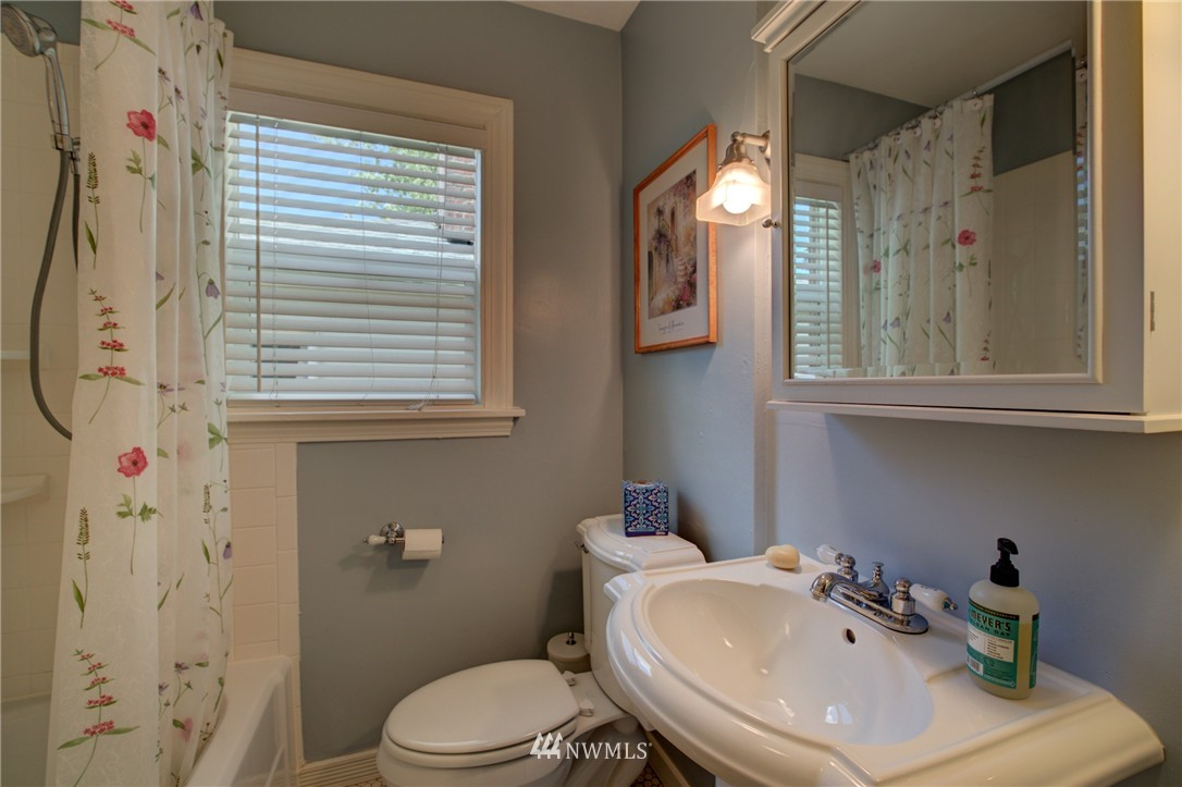 Sold Property   1214 NE 98th Street Seattle, WA 98115 13