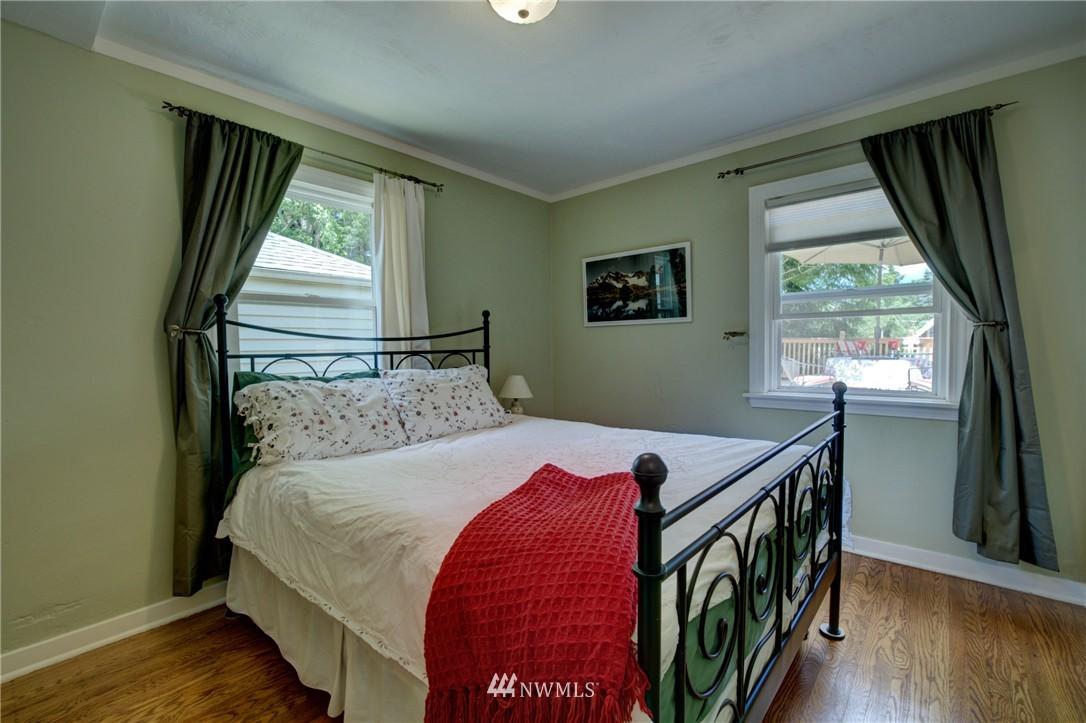 Sold Property   1214 NE 98th Street Seattle, WA 98115 12