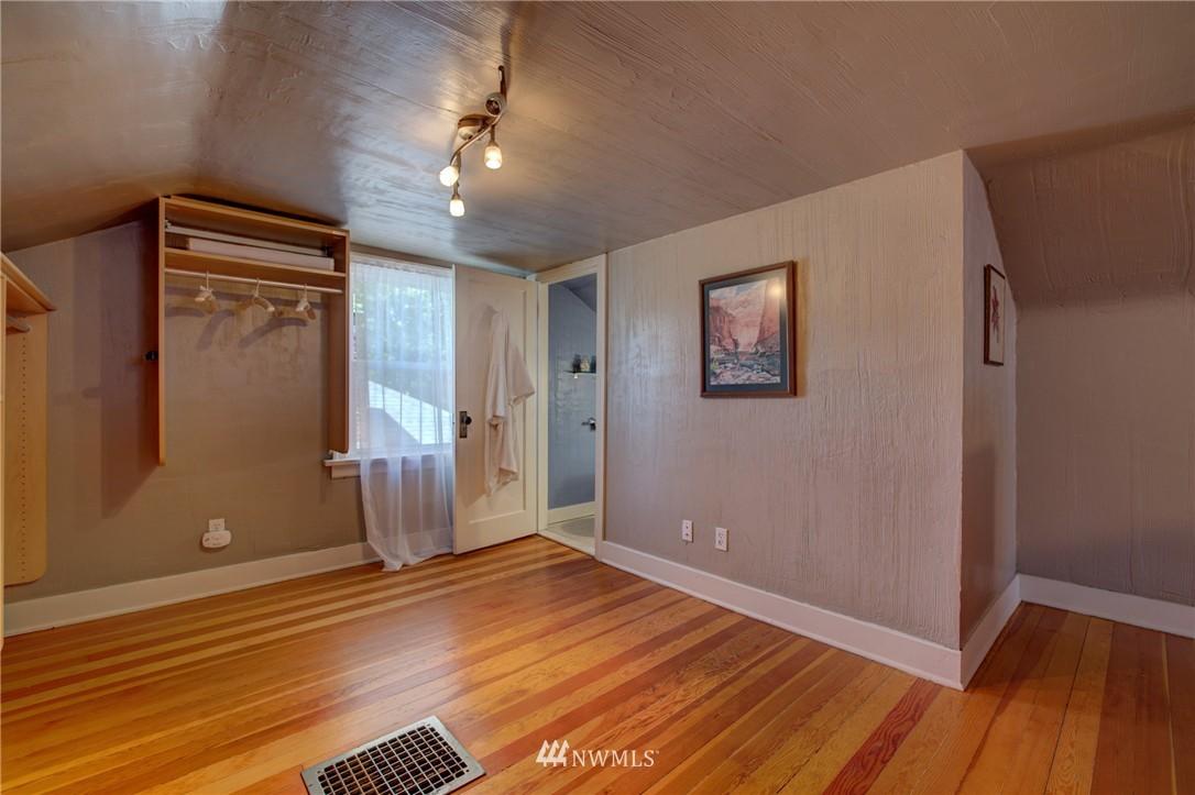 Sold Property   1214 NE 98th Street Seattle, WA 98115 15