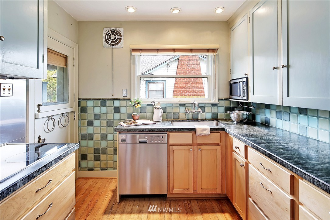 Sold Property | 8307 10th Avenue NW Seattle, WA 98117 5