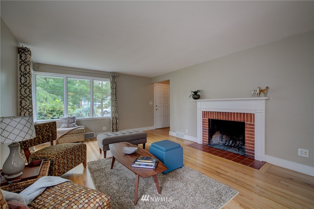 Sold Property   8027 40th Avenue NE Seattle, WA 98115 3