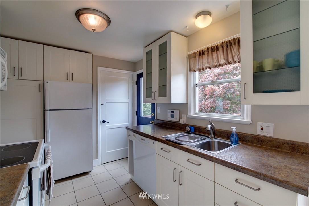Sold Property   8027 40th Avenue NE Seattle, WA 98115 5