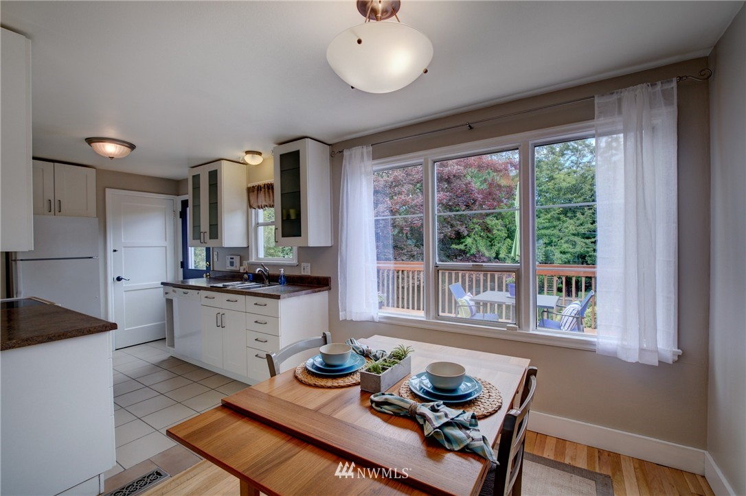 Sold Property   8027 40th Avenue NE Seattle, WA 98115 7