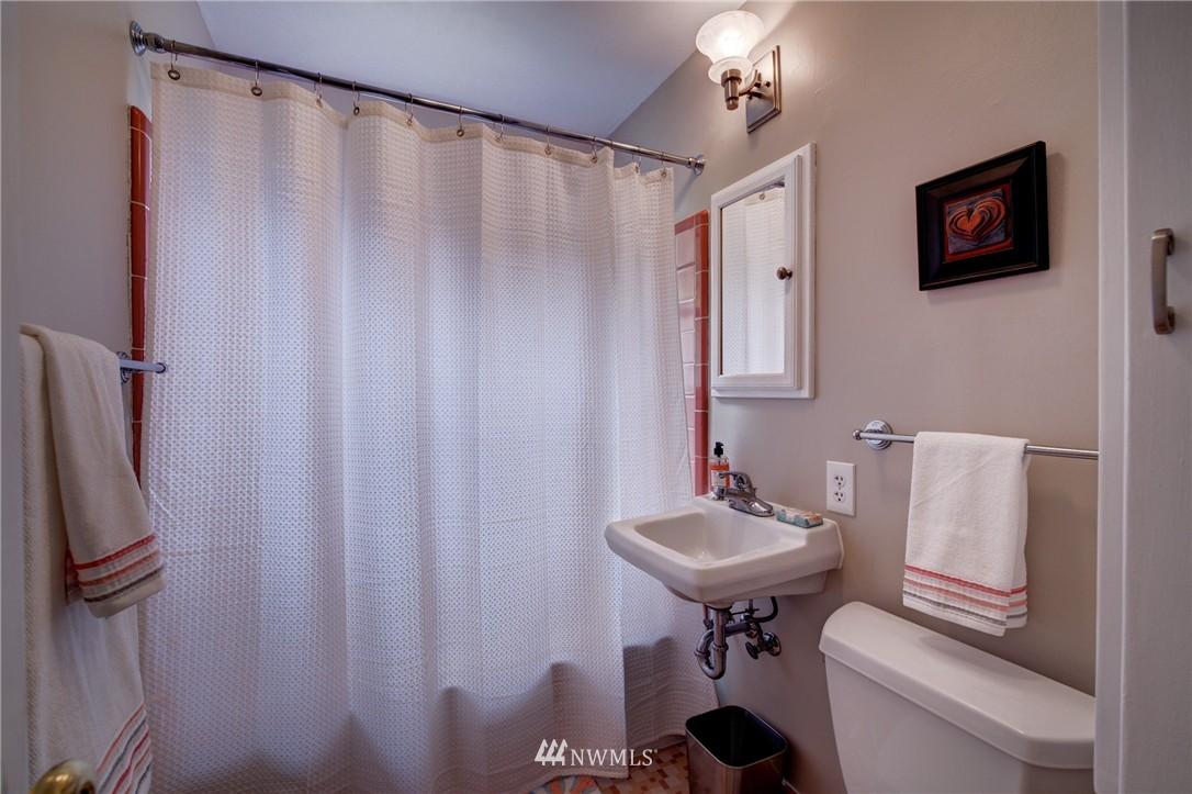 Sold Property   8027 40th Avenue NE Seattle, WA 98115 10