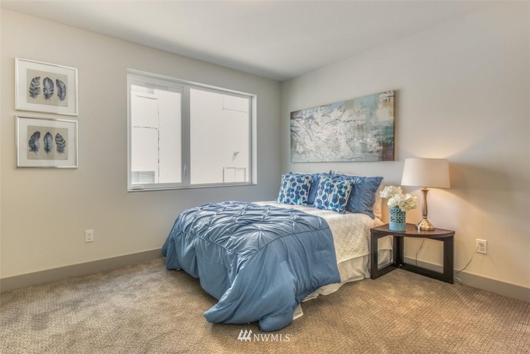 Sold Property | 4329 Woodland Park Avenue N Seattle, WA 98103 8