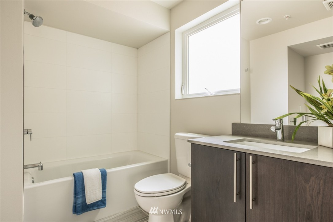 Sold Property | 4329 Woodland Park Avenue N Seattle, WA 98103 9