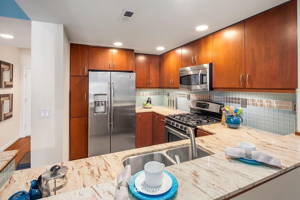 Sold Property | 3300 Meridian Avenue N #202 Seattle, WA 98103 6