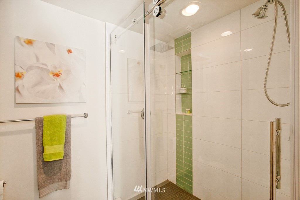 Sold Property | 3300 Meridian Avenue N #202 Seattle, WA 98103 11